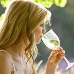 Uống rượu làm tăng nguy cơ ung thư vú